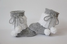 free shipping,Crochet baby booties, baby shoes, winter  boots, baby girl boy gray white, pom pom, baby shower gift size:9cm,11cm