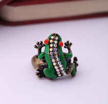 Antique Gold Color Frog Ring for Women Personalized Design Jewelry Online Shopping(China)