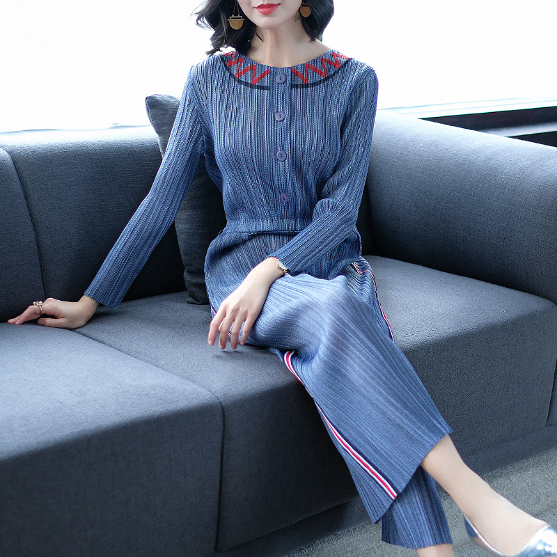 European and American jumpsuit spring 2019 female Slim thin fashion temperament high waist long sleeve striped wide leg pants