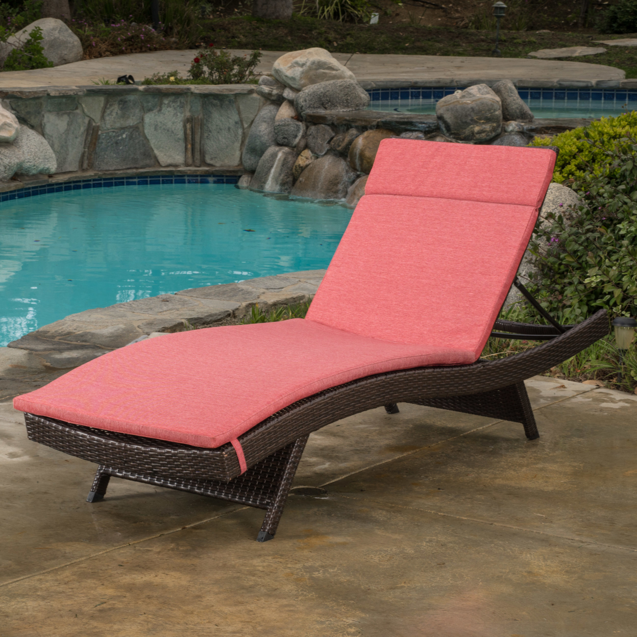 Lakeport Outdoor Adjustable Chaise Lounge Chair w/ Cushion (1)