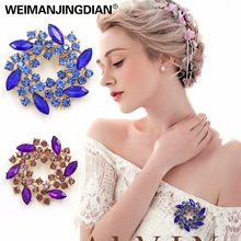 WEIMANJINGDIAN Brand Beautiful Colored Crystal Rhinestones Fashion Garland Flower Brooch Pins for Lady in Various Colors