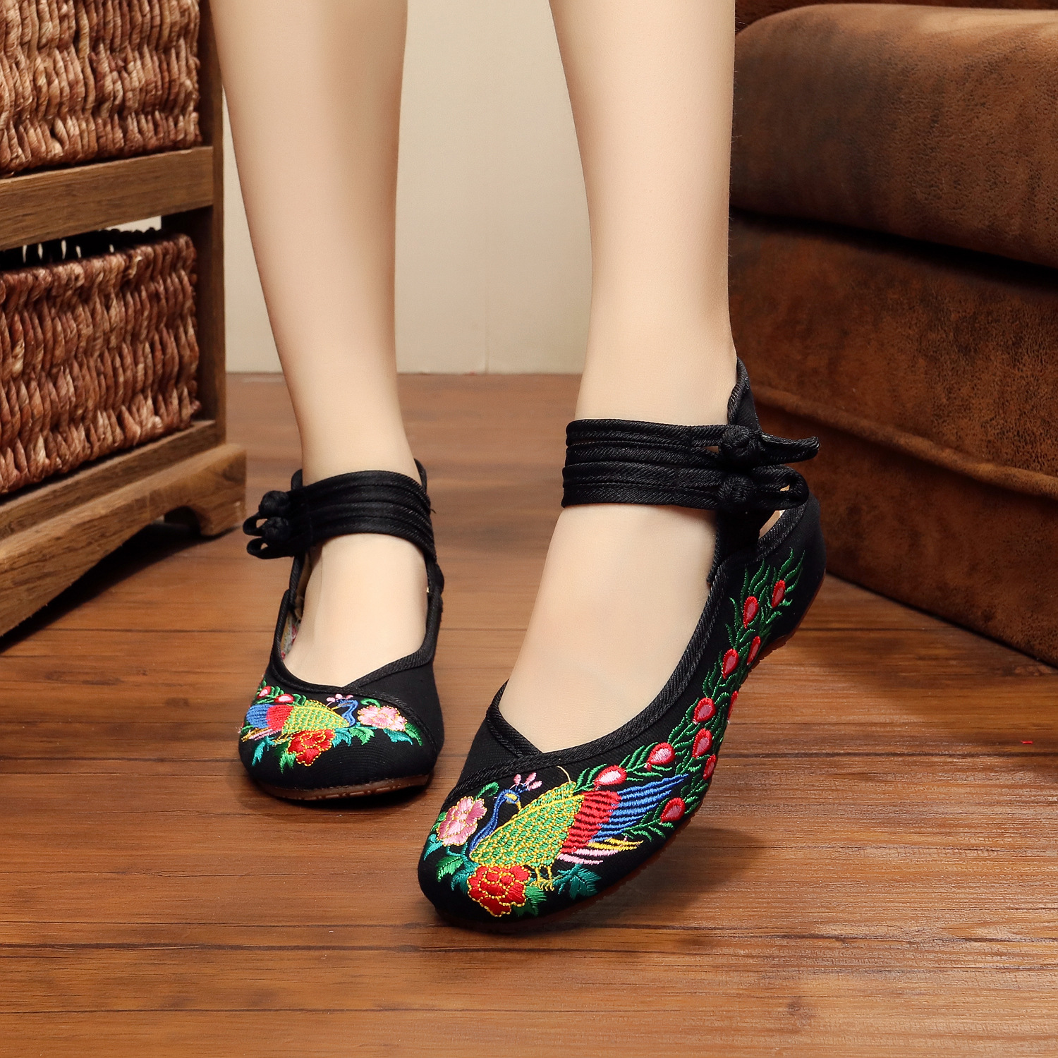 New hot sale fashion Retro style shoes woman colourful peacock embroidery quality women flats shoes casual travel canvas shoes<br><br>Aliexpress