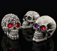 Halloween Haunted Resin Skeleton Skull Head Decoration Prop With Luminous Eyes Tricky toys