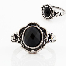 Saatleri Women Rings Ladies Fashion carved Vintage Imitate Black Onyx Ring Jewelry For Women Birthday Gift Jewelry