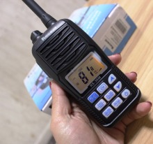 New waterproof IP67 RS-36M Handheld flashing VHF MARINE TRANSCEIVER Floating cb radios Buoyant two way radio communicator