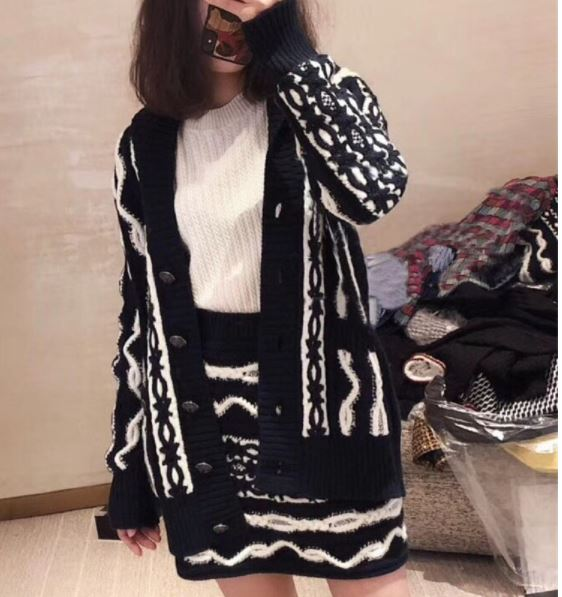 Women 2018 Runway Designer Brand Navy White Water Ripple Twist Wool Blend Thick Knitted Sweater Hooded Cardigan+ Mini Skirt