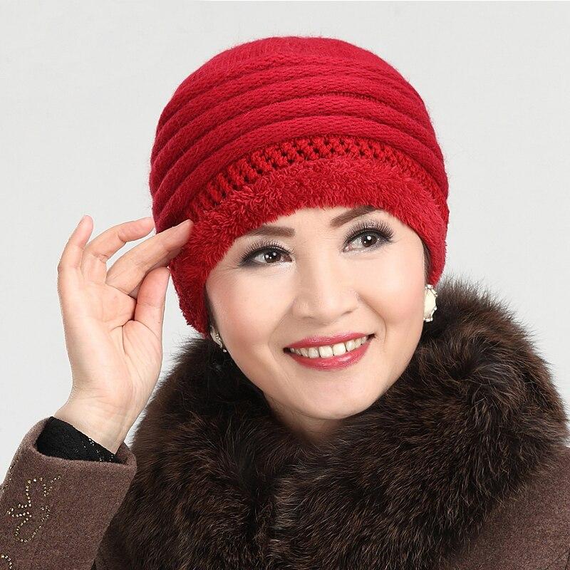 Вязать шапку для женщин спицами за 50