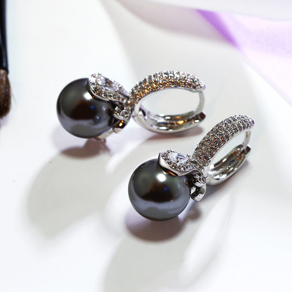 grey pearl earrings (2)
