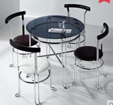 The steel glass small round table. The meeting guest discuss the table and chair combination. A table of four chairs.(China)