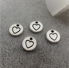 Customized alloy charm small quality and good price