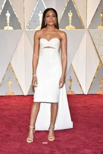 Naomie Harris Celebrity Dresses 89th Annual Academy Awards Off the Shoulder Sleeveless Evening Dresses Prom Party Gowns Vestidos