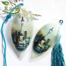 Shanghai Oriental Pearl traveling abroad to send gifts to foreigners(China)