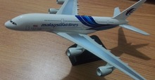 Alloy Aircraft 1:400 20CM Solid Malaysia Airlines Boeing A380 Passenger Airplane Plane Diecast Model Decor Crafts Miniatures Toy