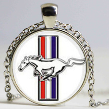 Charm ford mustang key chain classic simple dynamic design full of youthful vitality elegant modern style keychain jewelry(China)