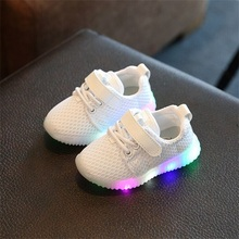 2017 New Kids LED Luminous Shoes Children Shoes Solid Color Baby Toddlers Shoes Boys Girls Breathable Flat Shoes