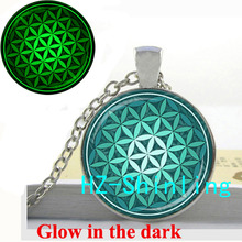 New Fashion Green Aqua Spiritual Necklace Flower of Life Glowing Pendant Jewelry Glass Cabochon Necklace Sliver Art