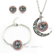 Exquisite popular baseball sports jewelry set case for Chicago White Sox clock picture moon necklace earrings bracelet sets M61(China)