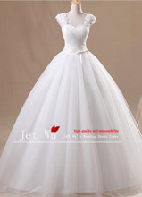 2016 new real sample ball gown Tulle flowers on shoulder strap simple plain dyed wedding dress manufacturer 7007(China)
