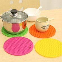 1pc Silicone Pot Mat Coaster Cup Cushion Round Shape Placemat Pan Pot Pad Holder Kitchen Table Decoration Mat 7 Colors Supply