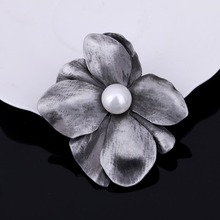 Winleader 2017 Brand New Cheap Korea Gift Simulated Pearl Four Leaves Clover Brooch Pins For Women Lady Girl Trendy Party Brooch(China)