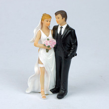 Creative Romantic Marriage Polyresin Figurine Wedding Cake Toppers Resin Decor Lover Gift