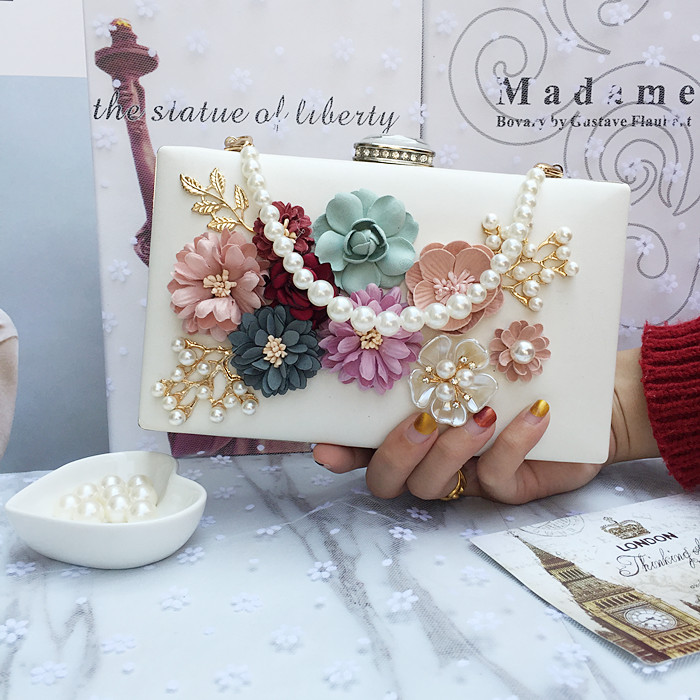 2017 New Designer Handmade Flowers Party Dinner Bag High Quality Pearls Clutch Evening Bags Chain Wedding Purse Day Clutch<br>