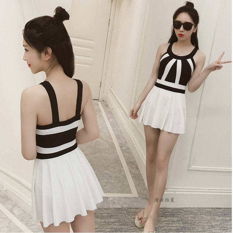Korean version of the body swimsuit Slim was thin plus large angle skirt style hot spring swimwear<br>