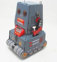 Retro robot tank on the chain clockwork mechanical toys Iron crafts