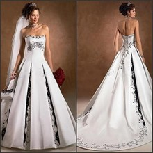 Black and White Wedding Dress 2017 Modest Strapless Appliqued Vintage A Line Sweep Train Charming Church Wedding Bridal Gowns
