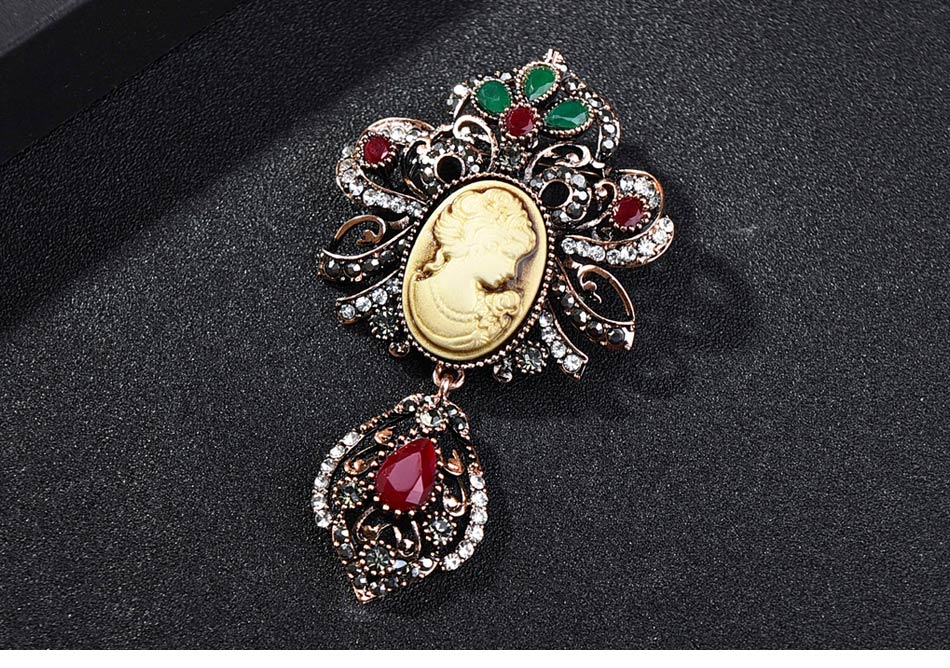 Ethnic-style-Vintage-Queen's-Cameo-Crystal-Brooch-Pins_03