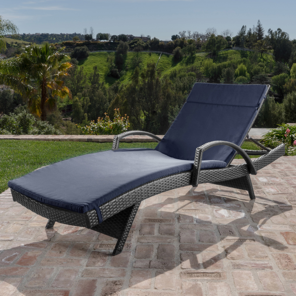 Solaris Outdoor Gray Wicker Armed Chaise Lounge with Wicker Accent Table (2)