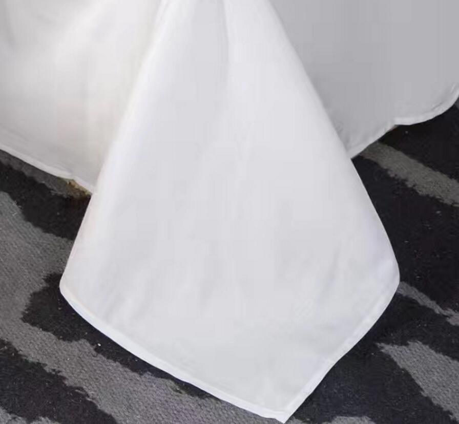 Kvaliteetne neljaosaline voodipesukomplekt