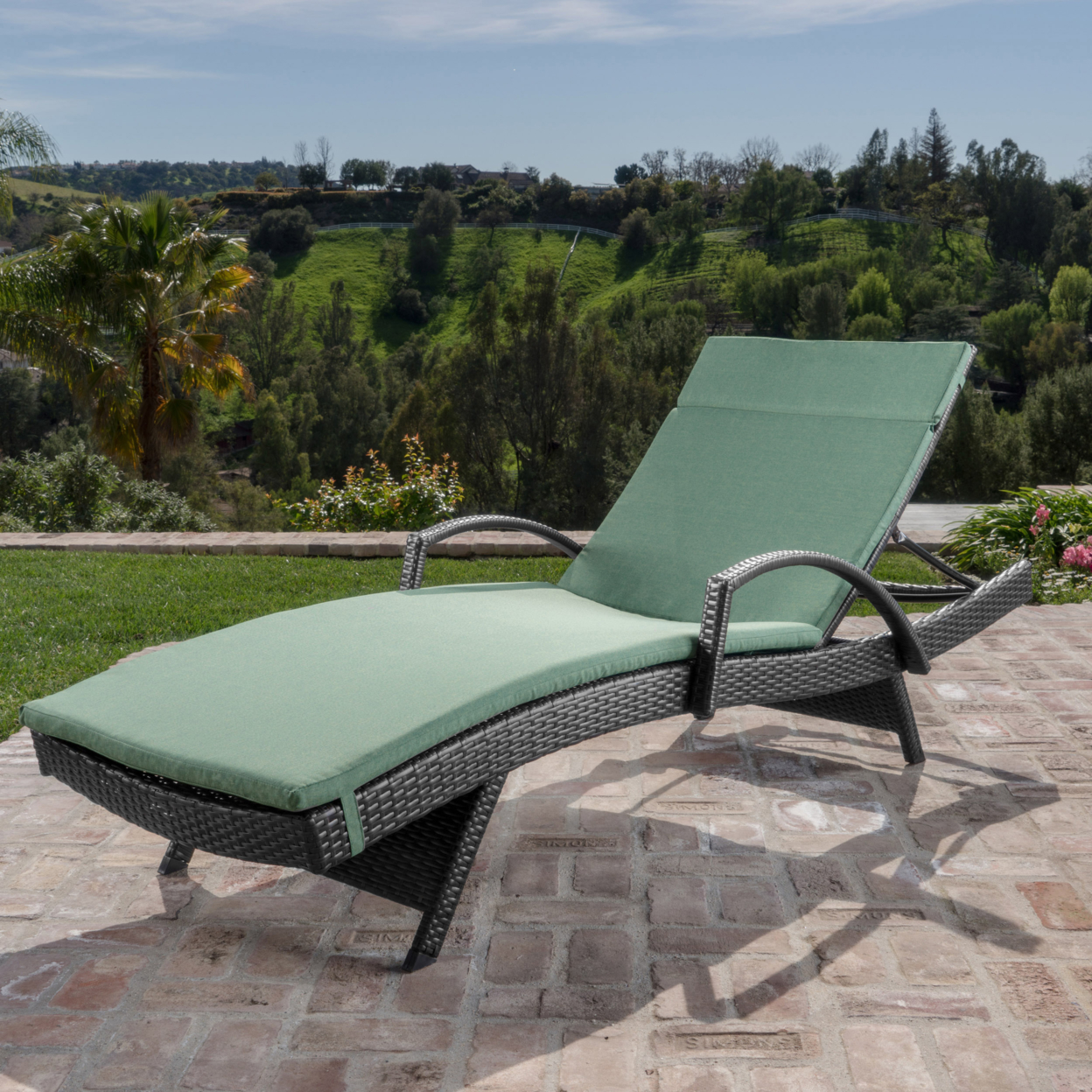 Solaris Outdoor Gray Wicker Armed Chaise Lounge with Wicker Accent Table (3)