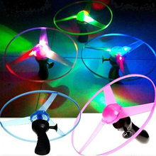2017 High Quality 1pcs Green/Blue Color Random Spin LED Flashing Light Helicopter Flying Saucer UFO Kid's Outdoor Toy(China)