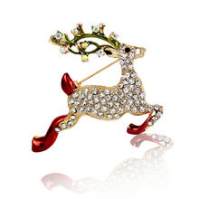 New Fashion Deer Crystal Reindeer Elk Wapiti Moose Pins Brooches Gifts Christmas Brooches For Women Gifts Size 4.8*4.2cm(China)