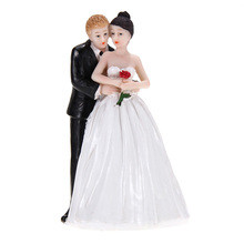 Romantic Bride Groom Couple Rose Resin Figurine Sweety Lovers Funny Cake Topper For Wedding Cake Decoration 7 * 7 * 13.5cm