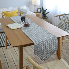 2017 New Arrival Multi Size Modern Style Gray Cloth Table Runners White Arrow Stripe Printed Linen Table Runner For Home Decor