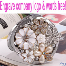 Engrave words free,wedding party gift for guests bridesmaid,bling crystal rhinestone flower,Beauty makeup compact pocket mirror(China)