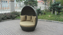 Round Outdoor Rattan Daybed Furniture , Roofed Wicker Lounge Bed transport by sea