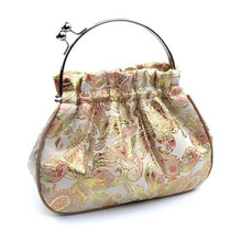 2016 Chinese fashion design brocade women handbag metal frame evening party tapestry bags luxury embroidery dinner clutch T122(China)