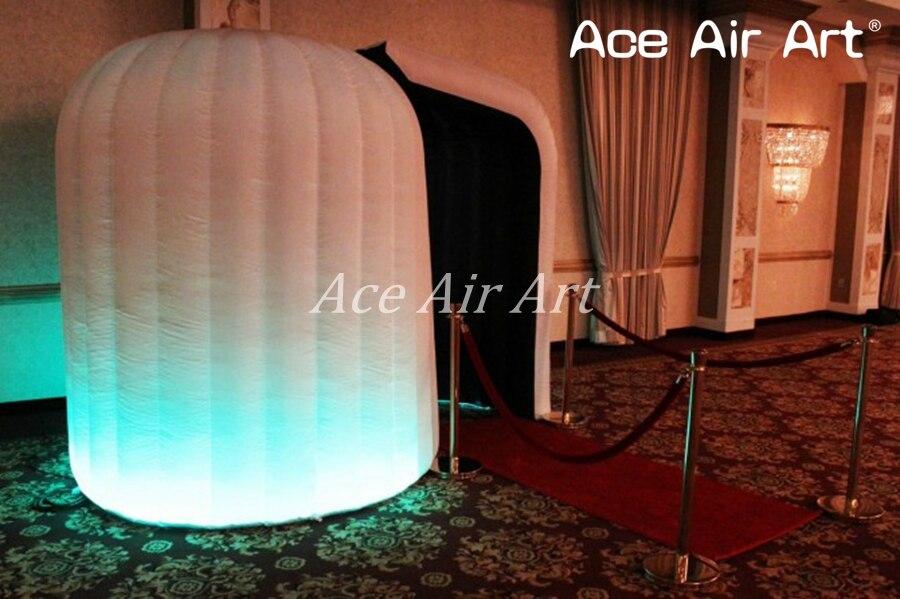 air-photo-booth-in-ballroom-670x446_