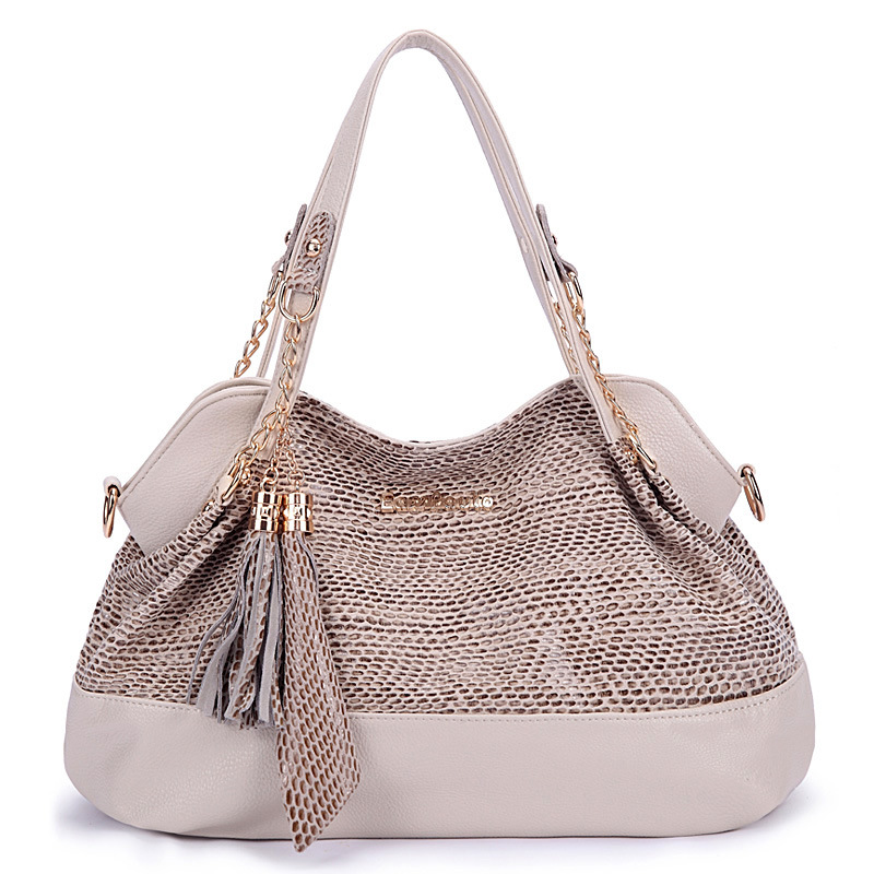 2017 new Korean version of the shoulder diagonal bag handbag fashion chain tassel sequins<br>