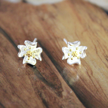 QIMING Spring Style Women Earrings 18mm Post Floral Charm 925 Sterling Silver Elegant Lotus Flower Stud Wedding Earrings(Hong Kong)