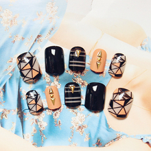 2017 New Designed Rivets Shattered Glass Style Artificial Nails 24 Pcs Short Oval Fake Nails Black Orange Line with Glue Sticker