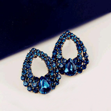 2016 New arrival Celebrity wind drops blue rhinestone fashion boutique stud earrings for woman