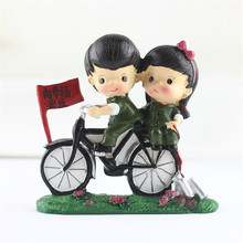 2017 Cartoon Craft Resin Army Couple Doll Riding Bike Doll Figurine & Miniatures Art Gift Table Decoration Novelty Craft