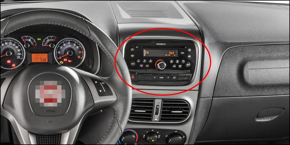 FIAT-Strada-Interior-Dashboard