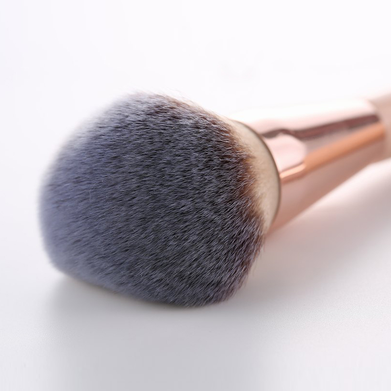 Kabuki Foundation Makeup Brush 17