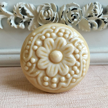 Cameo Pattern Round New Ceramic Knobs Cupboard Cabinet Handle Pull Bedroom Furniture Drawer Wardrobe Decorative Knobs 44mm