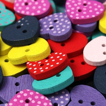 50pcs bag Multicolor Heart Shaped 2 Holes Wood Sewing Buttons Scrapbooking Bouton Wood Sewing Buttons